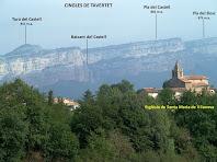 Vistes de l'església de Santa Maria de Vilanova amb la Cinglera de Tavertet al fons, des de Can Gaspar