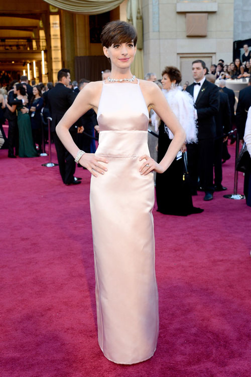 While, Most Of The Internet Fashion Gurus Have Been Classifying Salma  Hayeksu0027 Red Carpet Look On The Fashion Donu0027t We Love It.