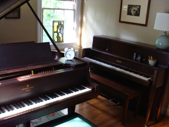 baby grand/upright in home piano studio