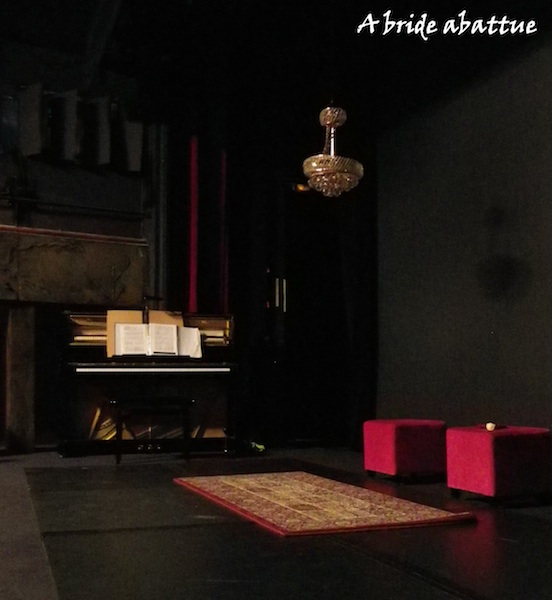 a bride abattue attention ma tres chanteurs au th tre. Black Bedroom Furniture Sets. Home Design Ideas