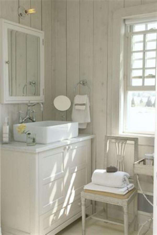 Traditinal home design ideas with swedish country style for Small coastal bathroom ideas