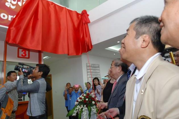 Inauguration ce matin par SE. Khieu Kanharith, Minister of Information, et SE. Thong KhonMinistre du Tourisme et Président du Comité National Olympique des bureaux de  la loterie nationale et sportive.