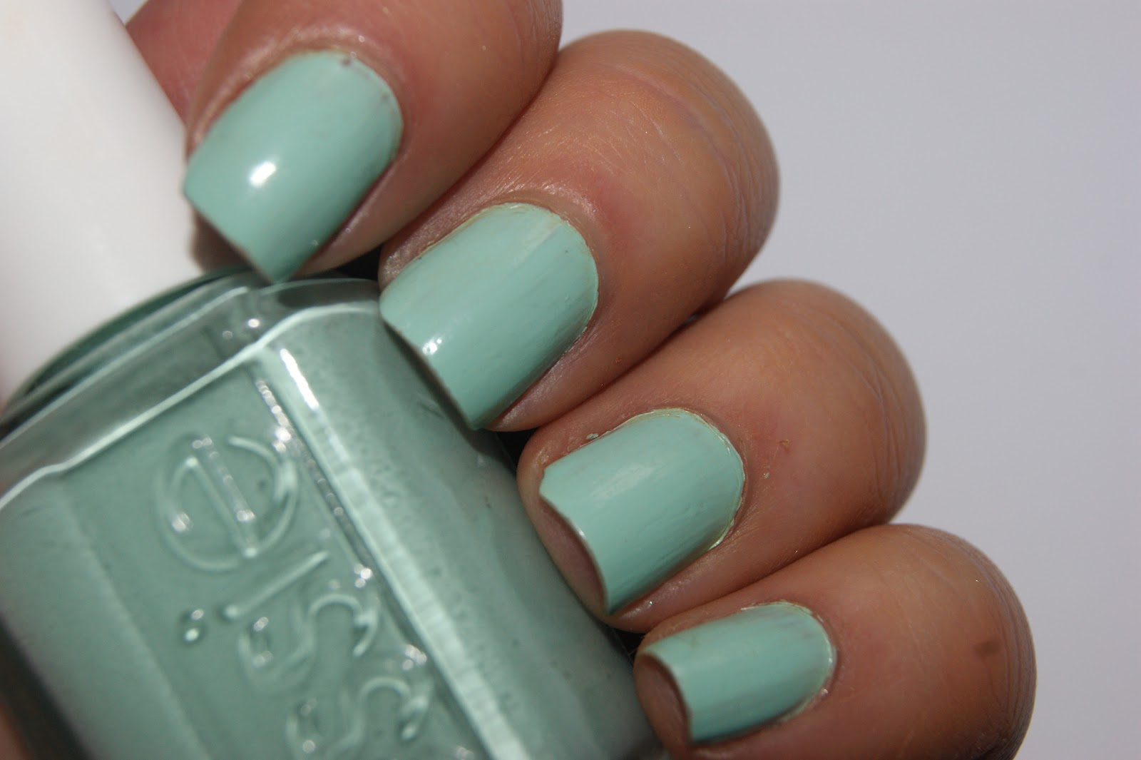 Essie Mint Candy Apple Nail Lacquer - Review | The Sunday Girl