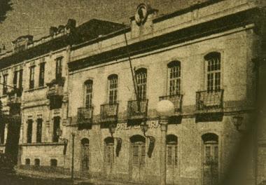 CAMARA MUNICIPAL E AO LADO O GRANDE HOTEL