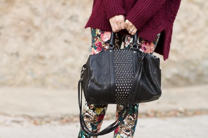 Detalles bolso de cuero negro y tachuelas de Mango Accesorios Blogger Moda Valenciana WOWS