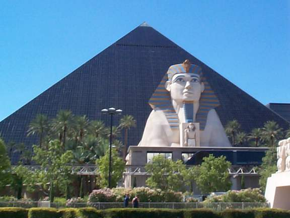 las vegas hotel pyramide