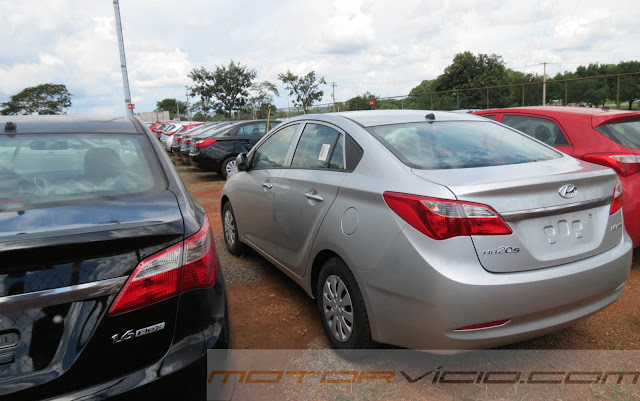 carro HB20 Sedan Hyundai - Comfort Plus 1.0 Prata