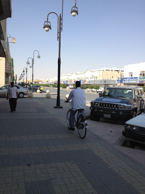 Cycling-Worker-Riyadh