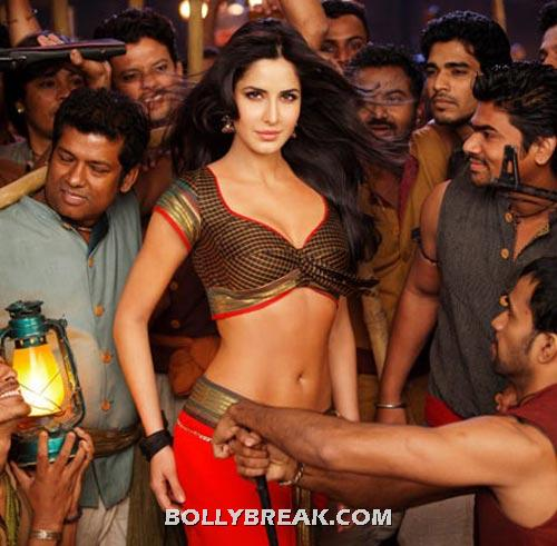 Katrina Kaif navel show in chikni chameli song - (9) - Best Navel in Bollywood - Actresses with perfect Waistline
