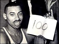 Wilt Chamberlain 100 pontos no mesmo jogo