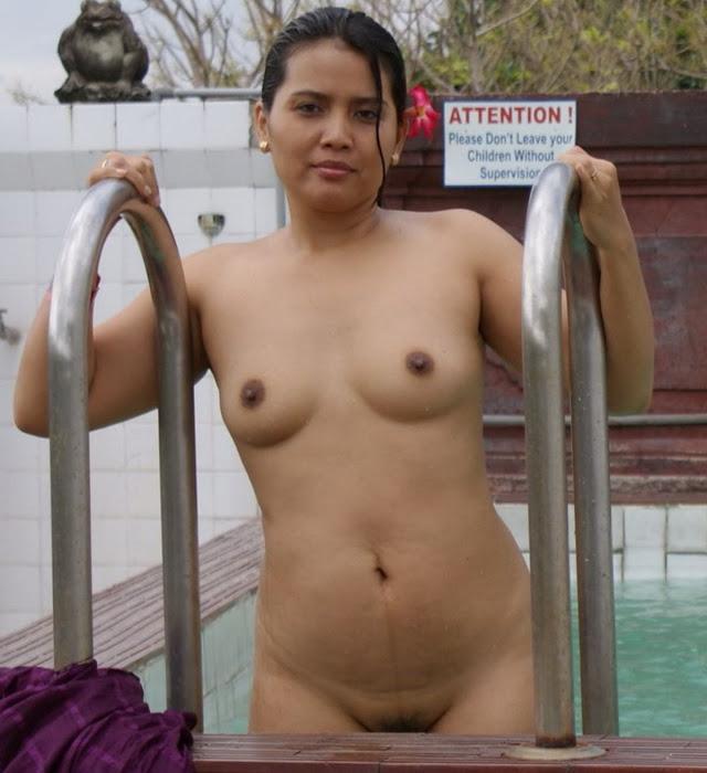 Hot Hyderabad Aunty Bathing Pic