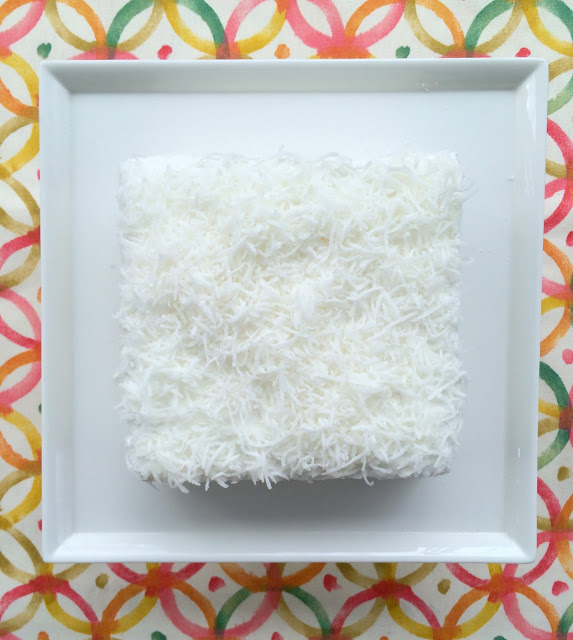 Decorating a Coconut Cake | www.jacolynmurphy.com