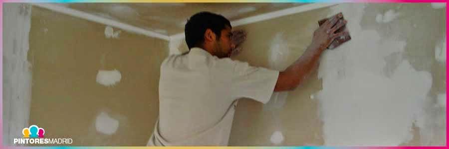 Preparación de una pared para papel pintado