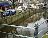 Stadsgracht Sneek. Bron: cover Waterkwaliteit bebouwd gebied Friesland: In beeld brengen waterkwaliteit en vergelijken beoordelingssystematieken