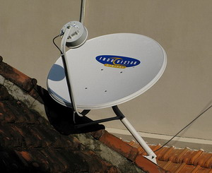 Gambar antena parabola mini yang digunakan oleh Indovision.