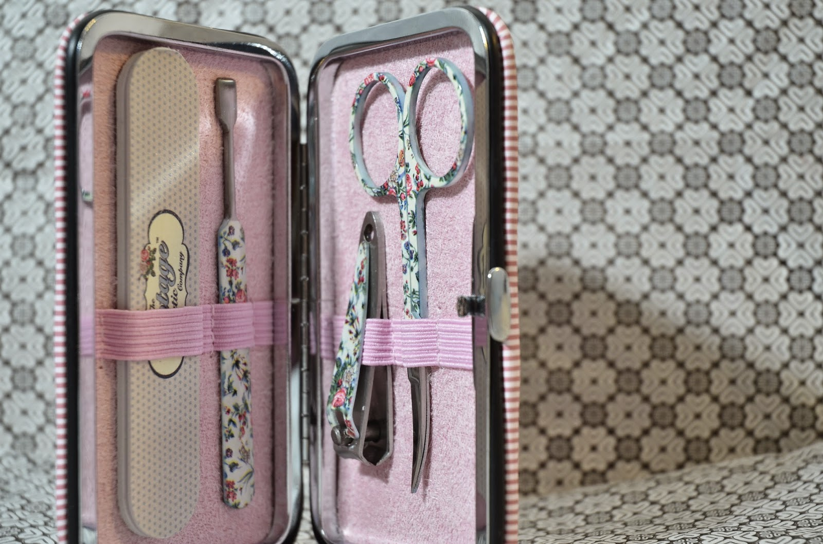Just in Style vintage manicure purse by the vintage cosmetic company