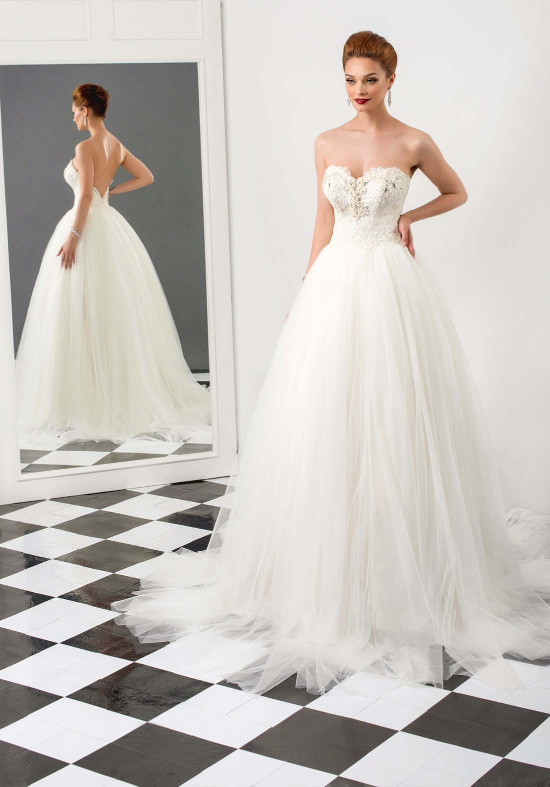 Sharon Wedding Dress Crafted In Taffeta Fine Tulle And Lace Mermaid With Open Back Sweetheart Cleavage Built Corset