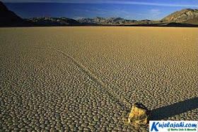 Misteri Batu Bergerak di Death Valley - Kujelajahi.com