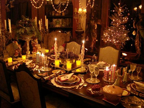 How to set the perfect christmas dinner table foodie for Ideas for christmas dinner