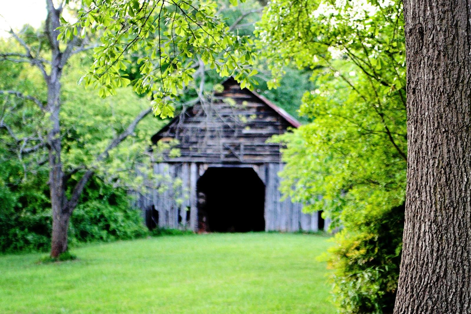 http://3.bp.blogspot.com/-hrdIZT2Y3aw/T4b6R8rXOKI/AAAAAAAASNI/0CYT9pDyVaI/s1600/simple+barn.jpg