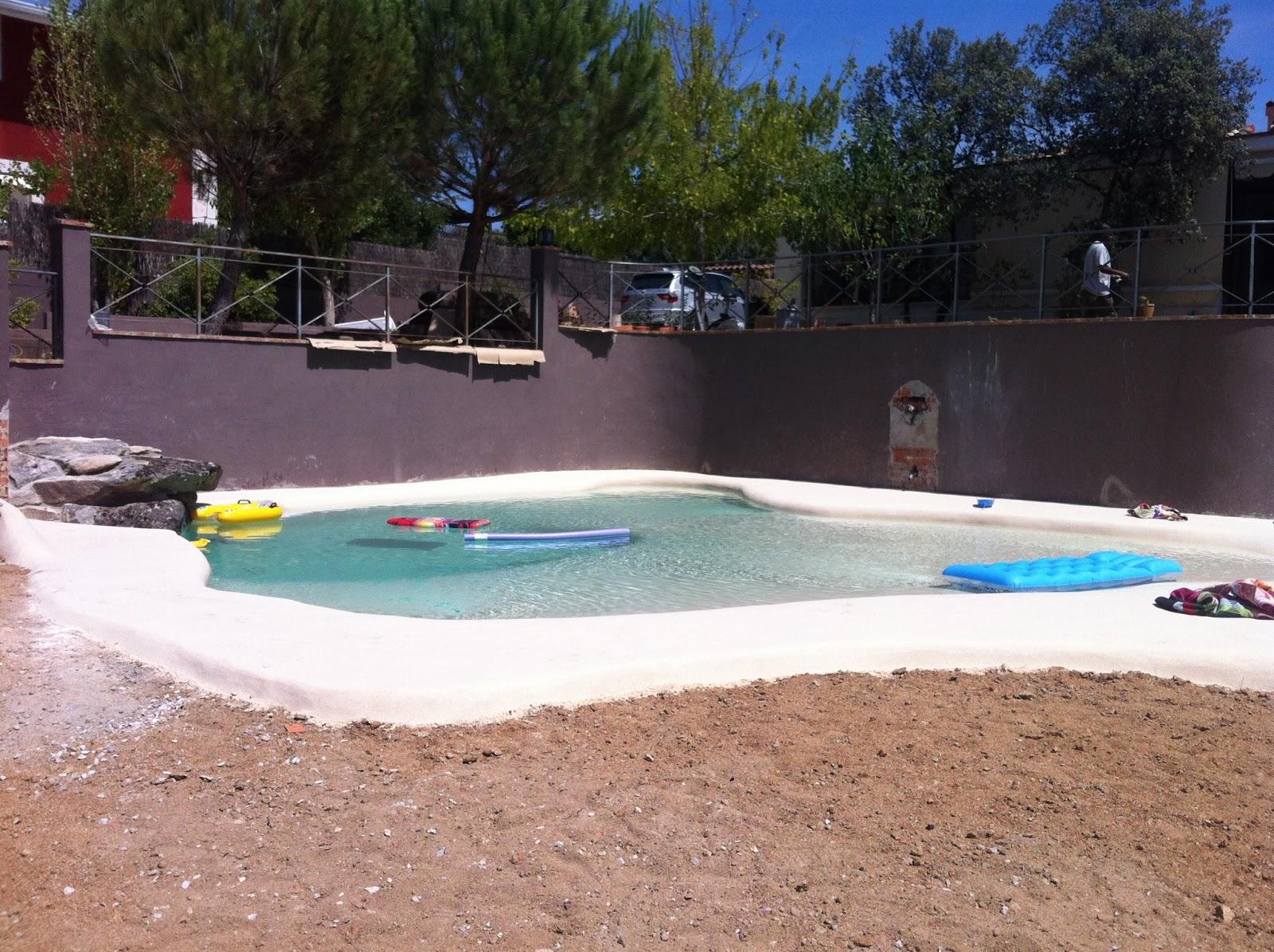 Reformas hometrader construcci n de piscina de arena for Piscina de arena construccion