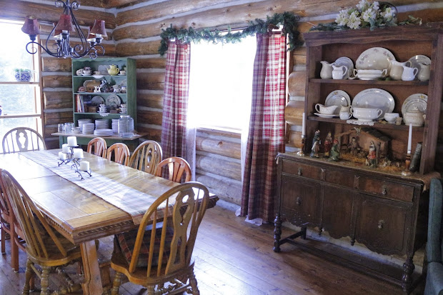 log cabin christmas decor