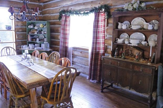 log cabin christmas decor