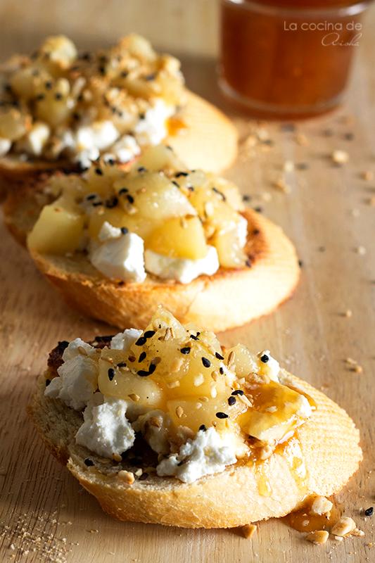 crostini-pera-queso-cabra-dukkah-miel