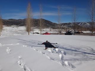 brincando na neve em aspen, colorado