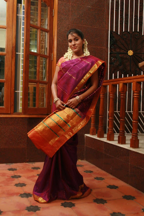 rashmi gautham tight saree girls cute stills