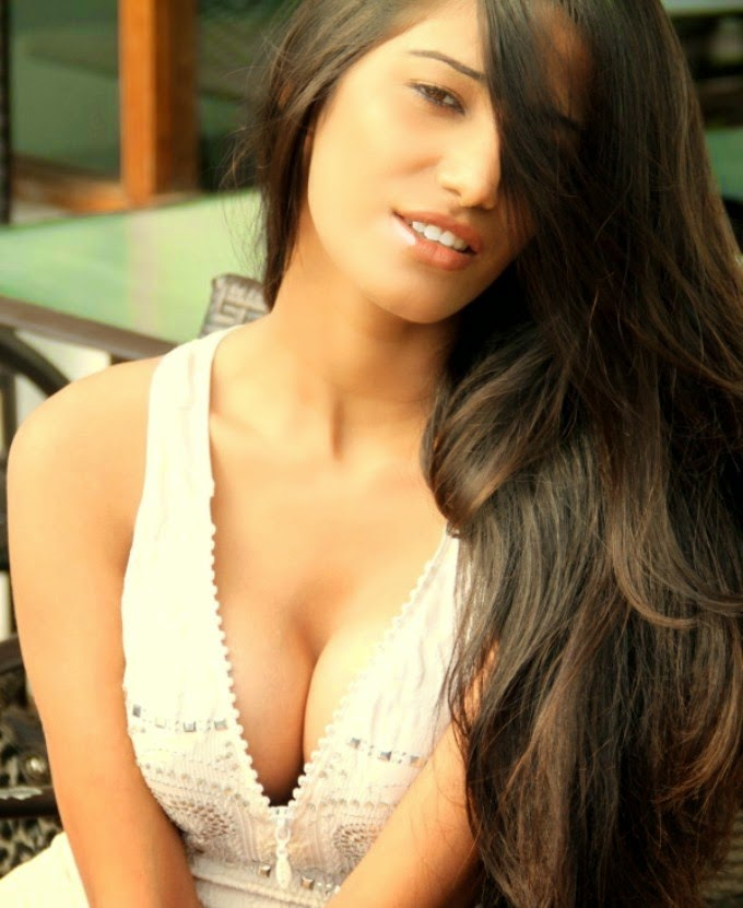 Poonam Pandey Hot hd Wallpapers free download