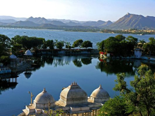 Lake Pichola , Udaipur , Rajasthan