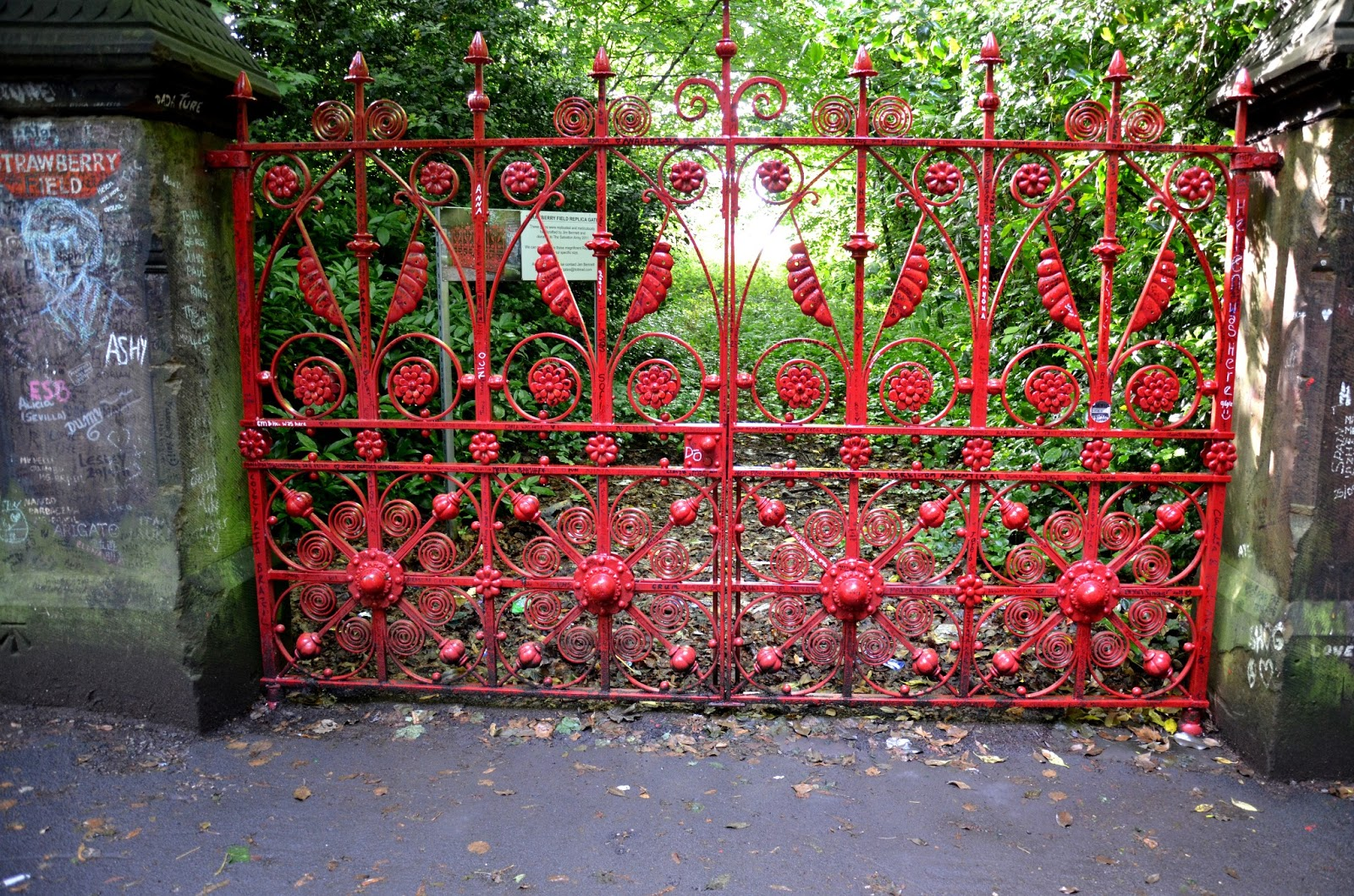 strawberry fields forever essay Lennon also mumbled, i buried paul at the end of strawberry fields forever (in interviews, lennon said the phrase was actually cranberry sauce and denied the existence of any backward messages).