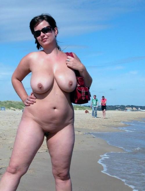 Dicke hängende Möpse am FKK Strand