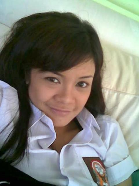 hornyberat.blogspot.com - Gadis SMA Pamer Toge Perawan