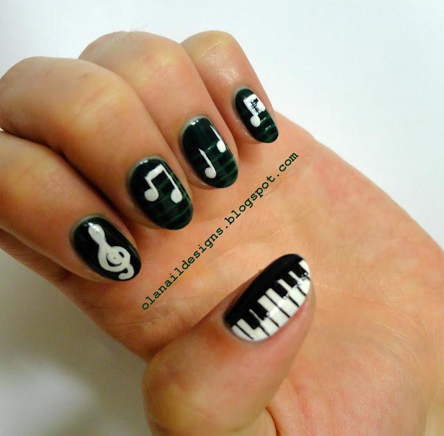 muzyczne paznokcie z nutkami i klawiaturą