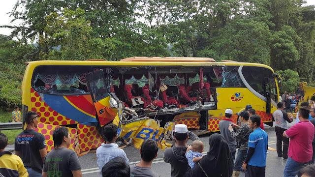 bas sp bumi kemalangan di jeli, gambar kemalangan bas dan treler di jeli,