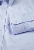 Detalle de los puños de la camisa Oxford