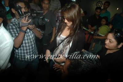 Anushka Sharma At Airpot