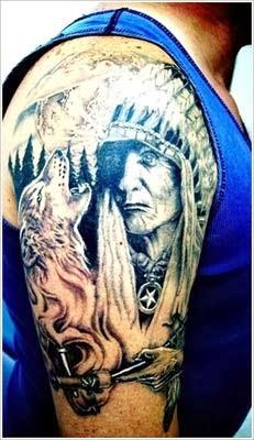 Tatuagem de india e lobo no braço