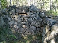 Detall d'una de les parets de la construcció trobada sota el Turó de Sant Genís