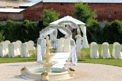 dekoracja ślubu w plenerze gipsówka