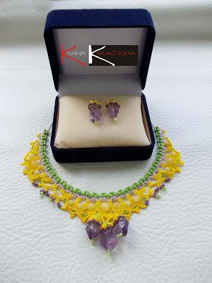 ожерелье и серьги из бисера