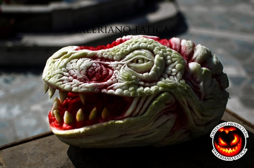 10-Watermelon-Carving-Valeriano-Fatica-Ortolano-Production-Food-Art-Sculptures-Carved-Fruit-Vegetables-www-designstack-co
