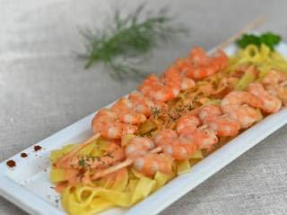 Brochettes de crevettes flambée au cognac