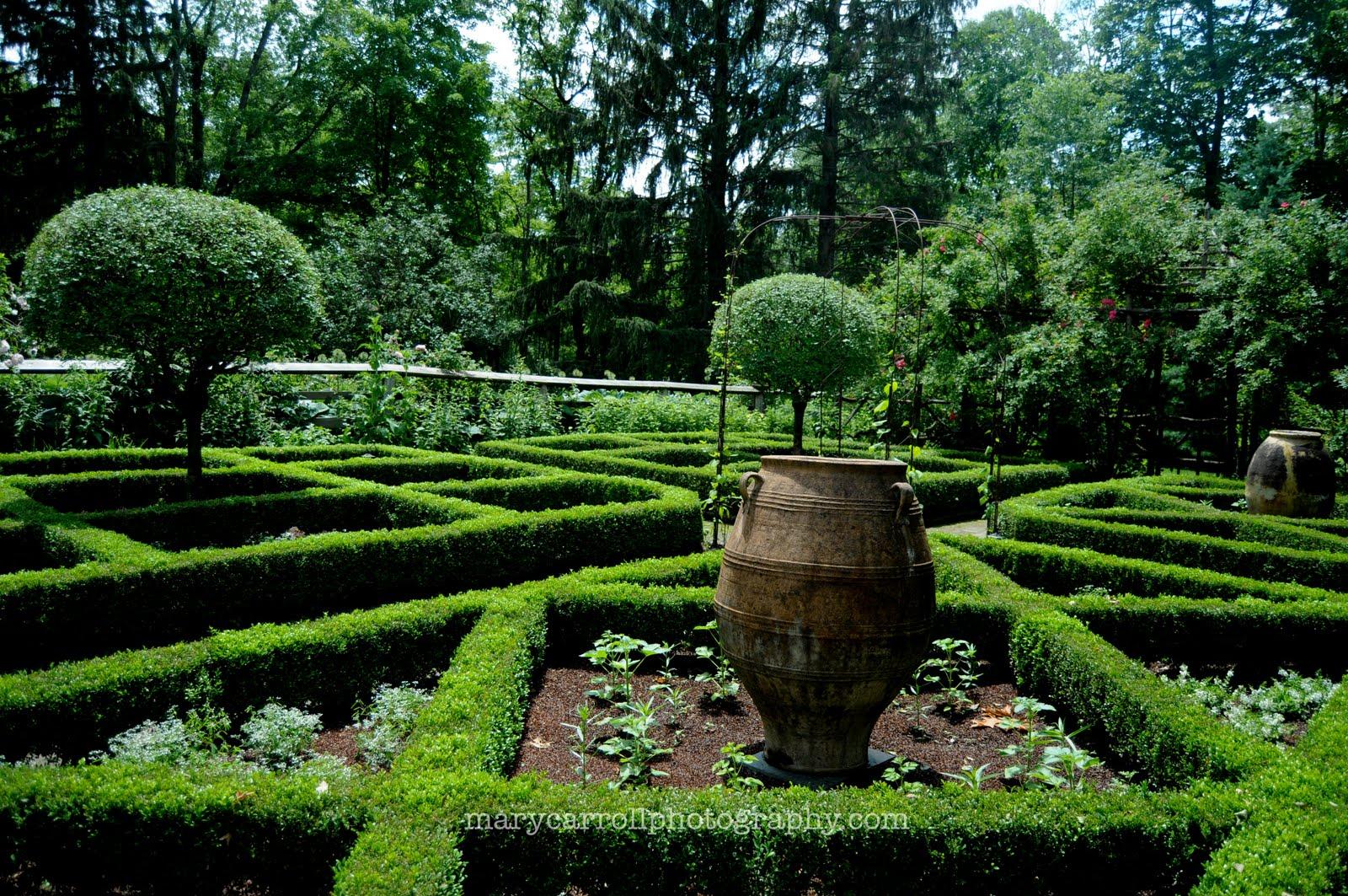 Parterre gardens on pinterest formal gardens hedges and for Parterre vegetable garden design