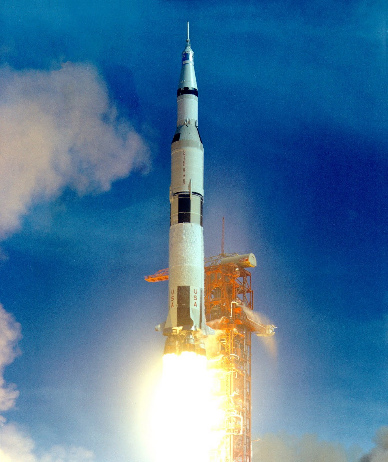 Group Of Saturn 5 Rocket Launch Wallpaper
