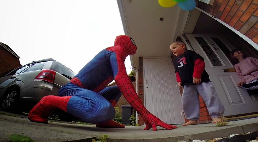 Padre se disfraza de Spider Man para sorprender a su hijo de 5 años que padece de cancer