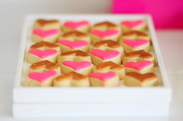 mini pink & gold heart cakes