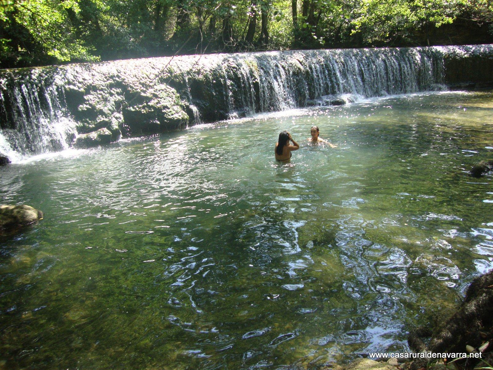 Turismo rural en navarra pierdete en casa rural for Piscinas naturales urederra